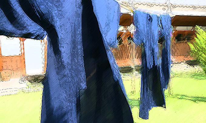 物干し竿にかけた浴衣